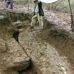 Раскопанные блоки пирамиды Высочицы.