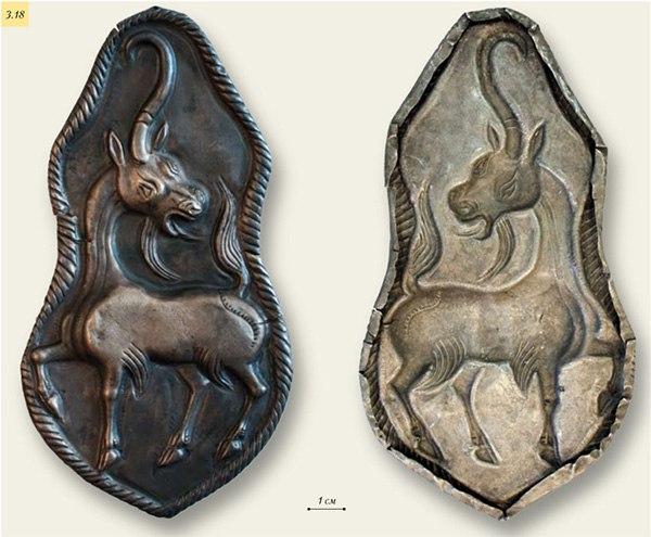 Серебряная бляха с изображением единорога и ее оборотная сторона