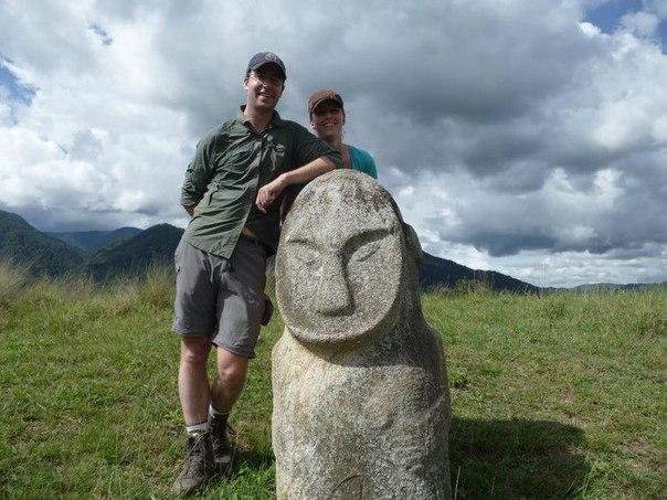 каменные истуканы Сулавеси