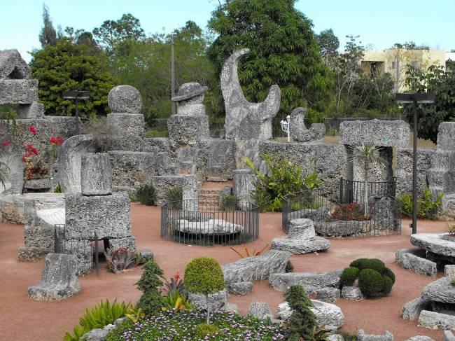 Удивительный коралловый замок Эдварда Линдскалнинша в США