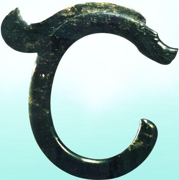 Нефритовый дракон культуры Хуншань