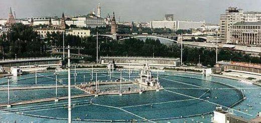 Бассейн на месте Дворца Советов.