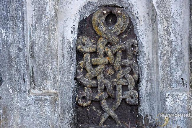 изображение змей на индийской стене