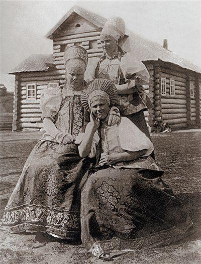 семья с длинным черепом