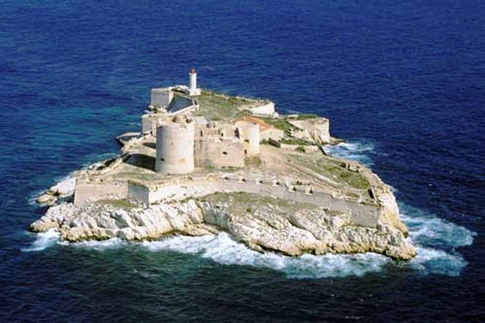 остров Монте-Кристо