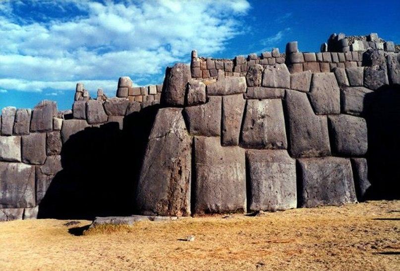 Саксайуаман – цитадель на северной окраине города Куско, древней столице инков в Перу