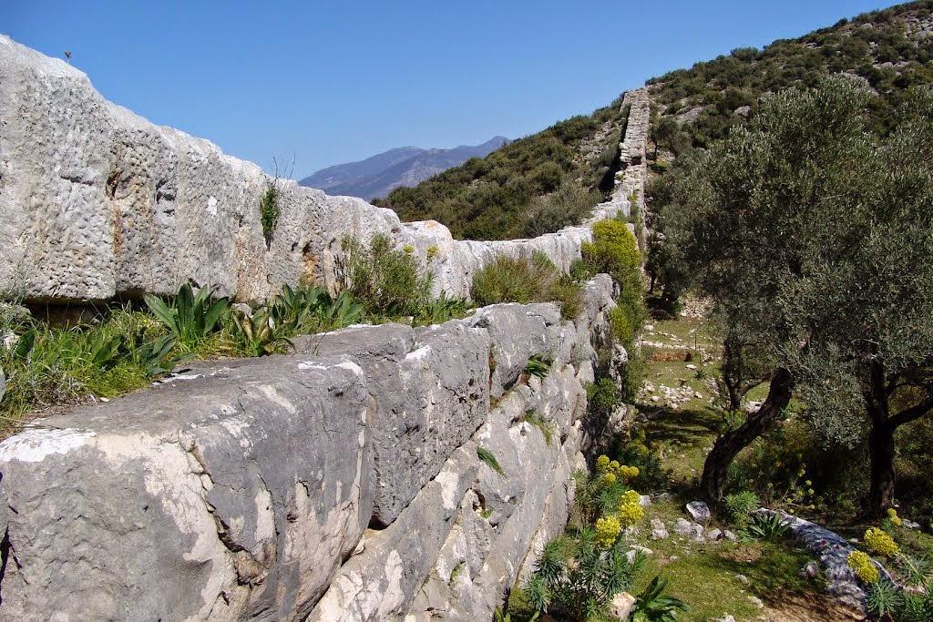 Каменные трубы в Патаре