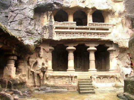 Эллора — храмы, высеченные в скале.