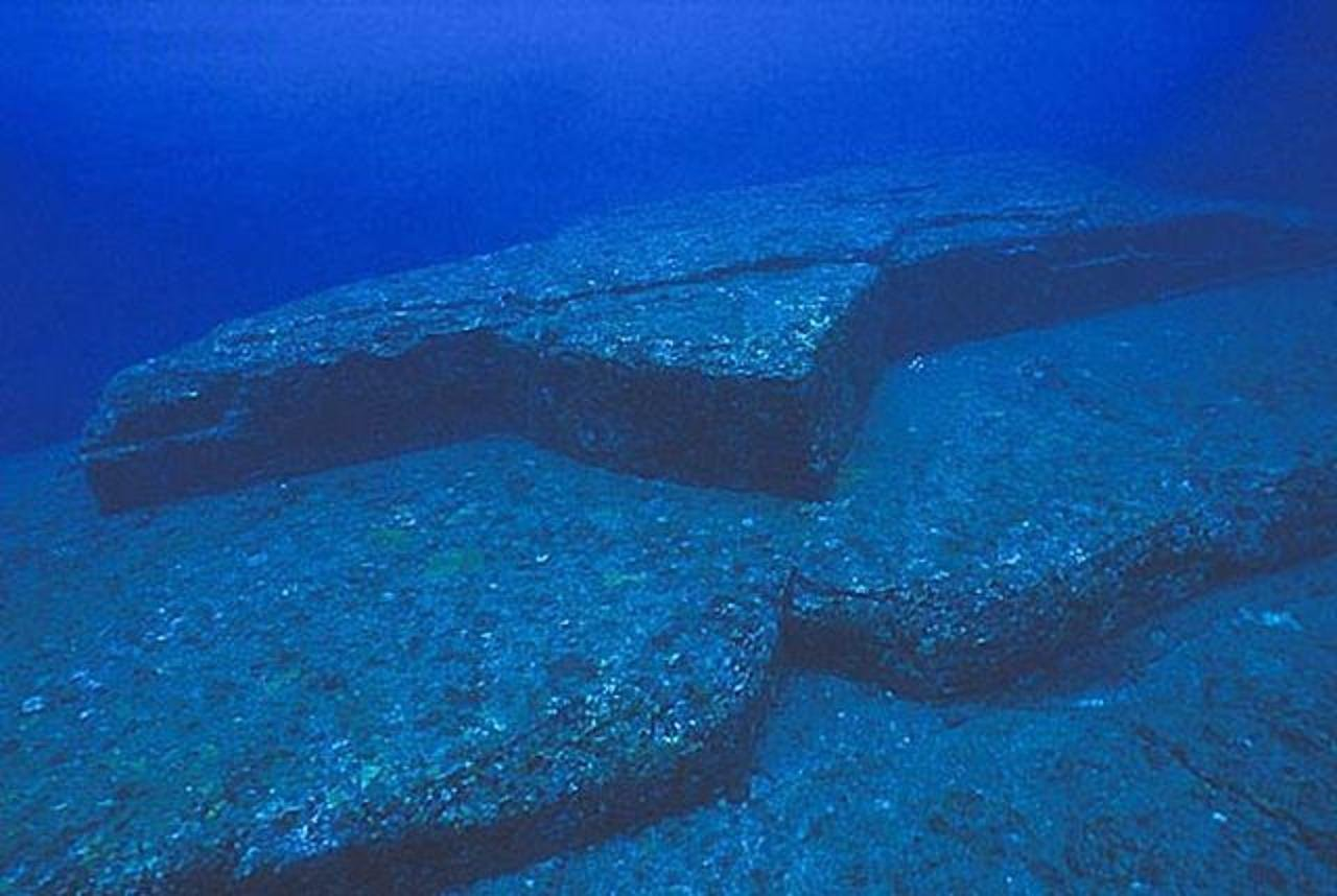 Подводные пирамиды Йонагуни, Япония