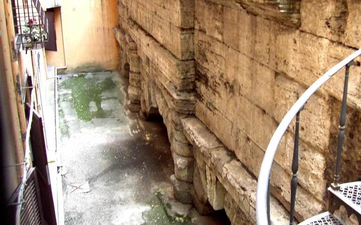 Арка акведука Аква Вирго