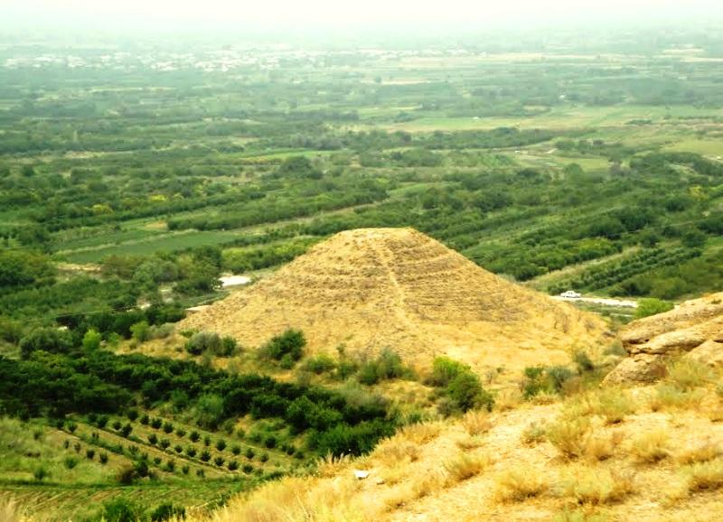 пирамида в Армении