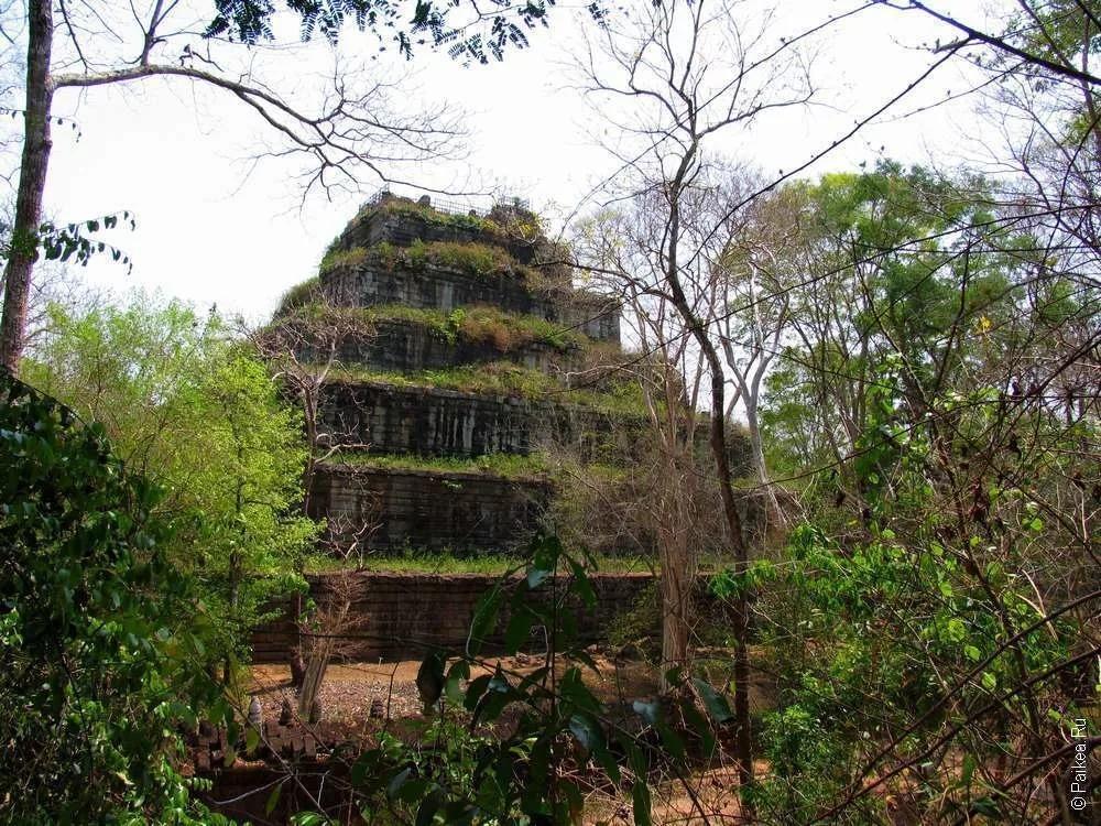 Пирамида смерти Кох Кер