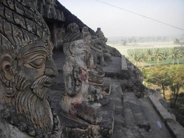 Пещерный храм Ундавалли