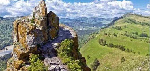 каменная стена на Алтае