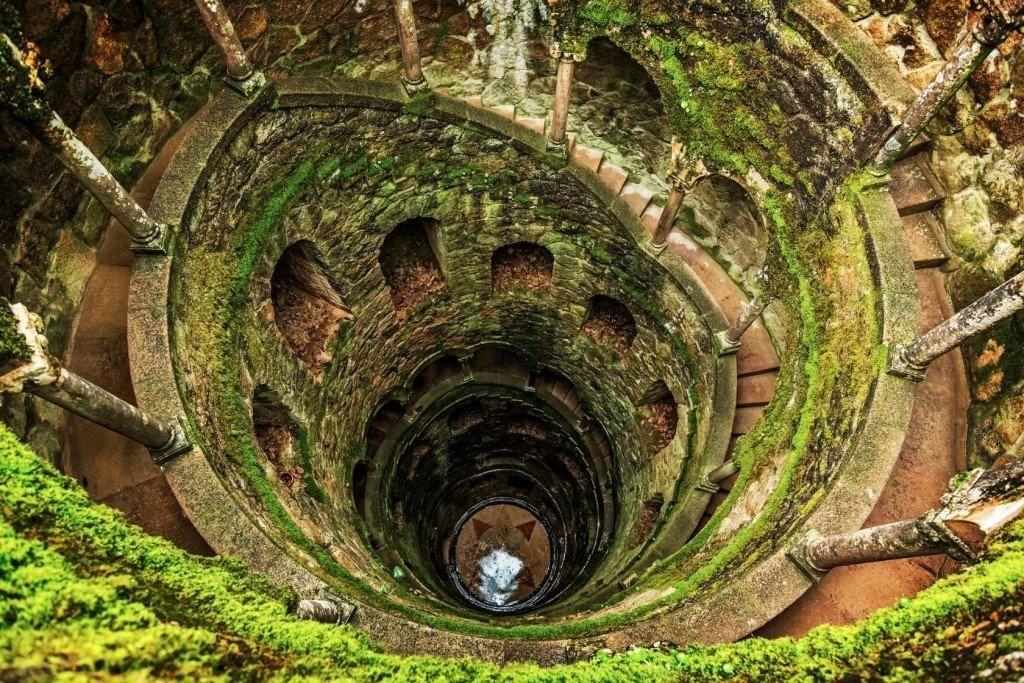 необычная лестница в усадьбе Кинта-да-Регалейра