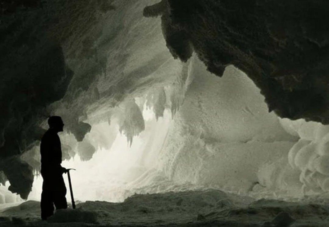 Пещера во льду