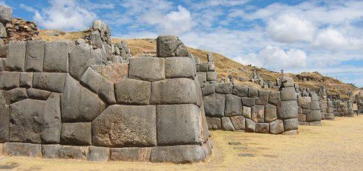 камни Саксайуамана