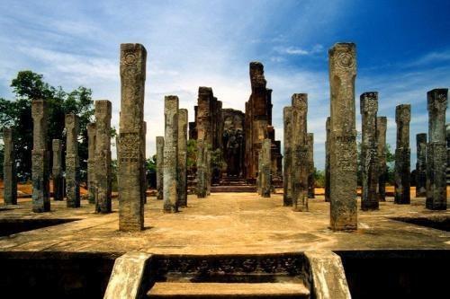 Руины Анурадхапура