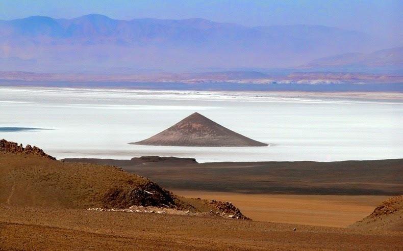 Загадочная пирамида в пустыне Аргентин