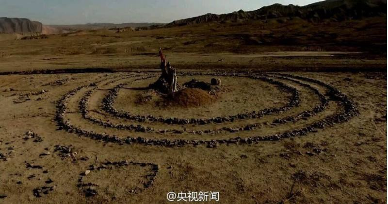 каменные круги и другие фигуры в пустыне Гоби