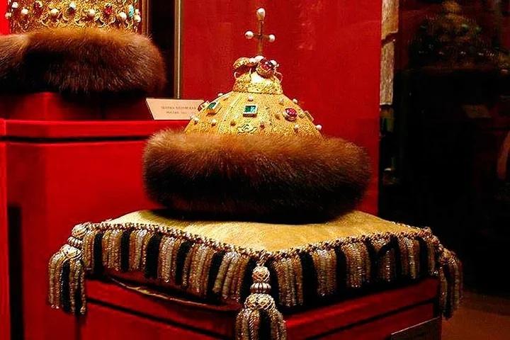 шапка Мономаха в музее