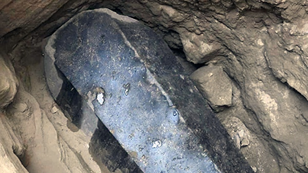 черный саркофаг