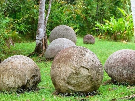 загадочные круглые камни