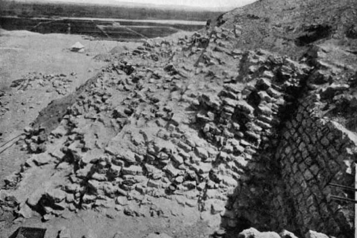 Недостроенная египетская пирамида