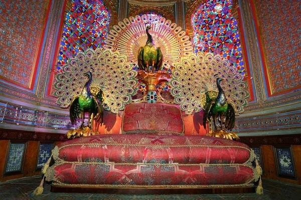 трон с павлинами в восточном стиле