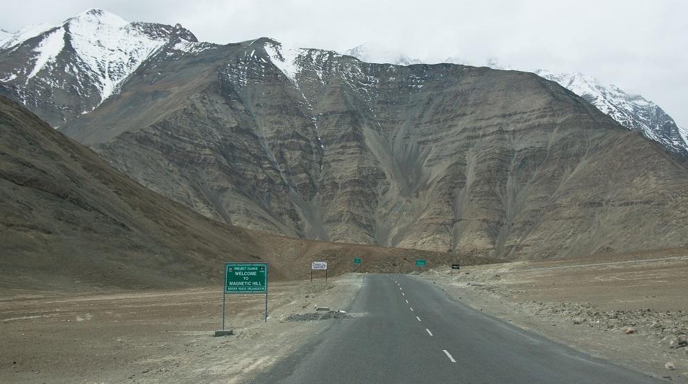 Магнитный холм в Ладакхе