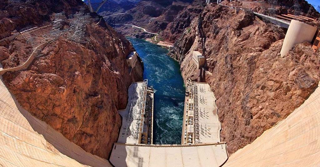 Плотина Гувера и странный поток воды, США