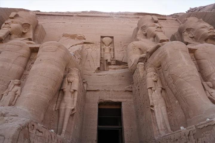 древний храм неизвестного фараона