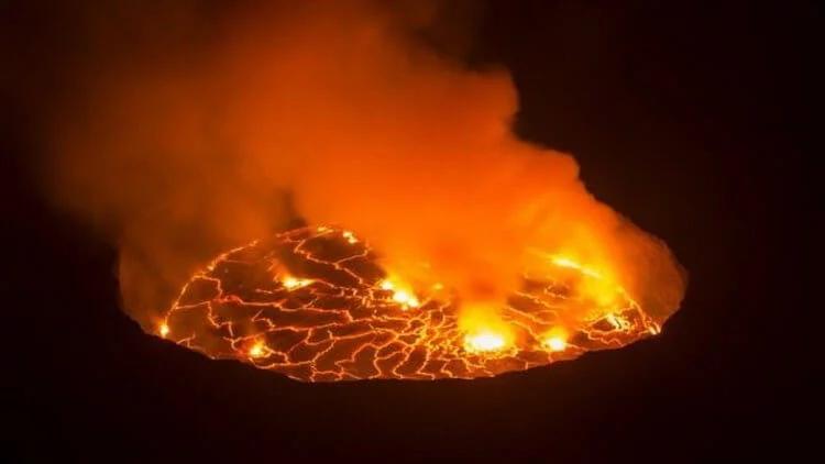 Так выглядит озеро лавы вулкана Ньирагонго