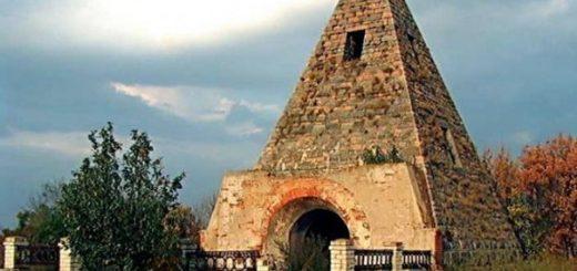 Полтавские пирамиды