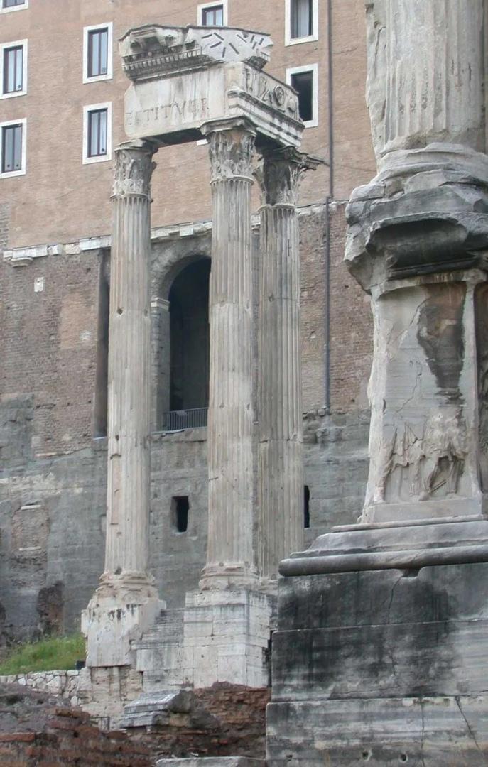 Храм Веспасиана и Тита
