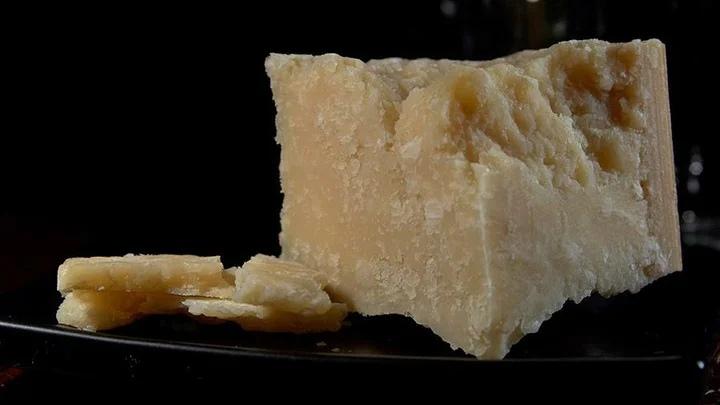 """Очень старый сыр с """"сюрпризом"""""""