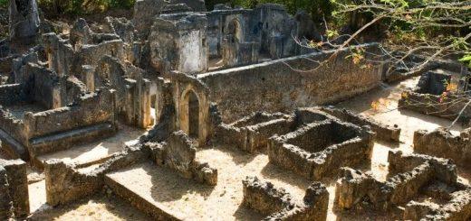 старинные развалины Геде