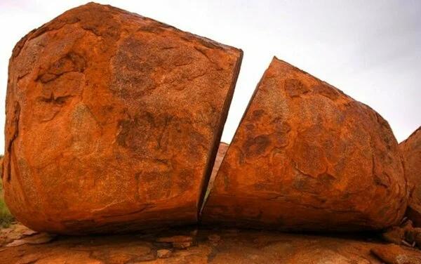 распиленный камень