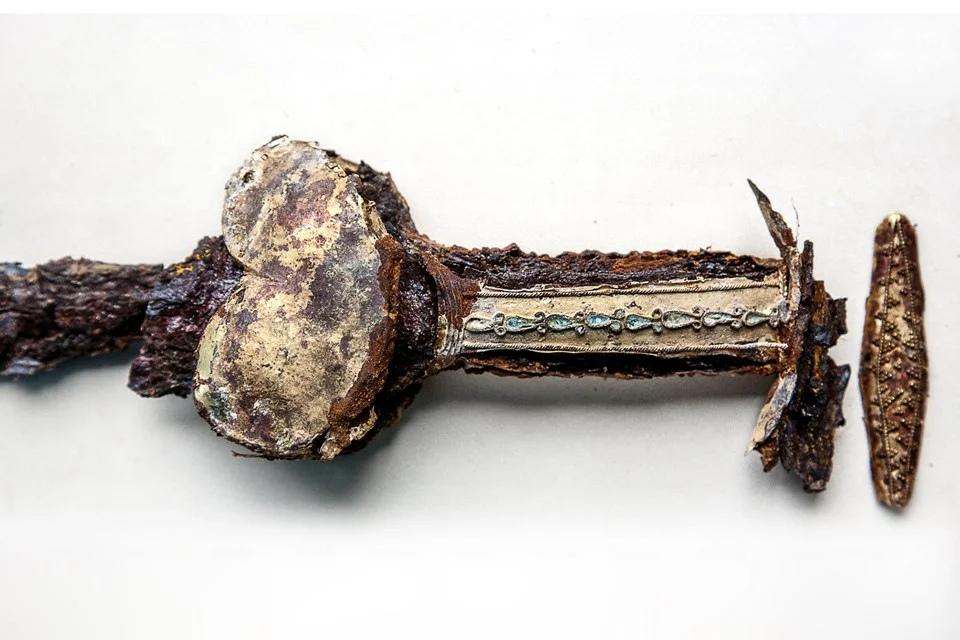 Скифский золотой меч