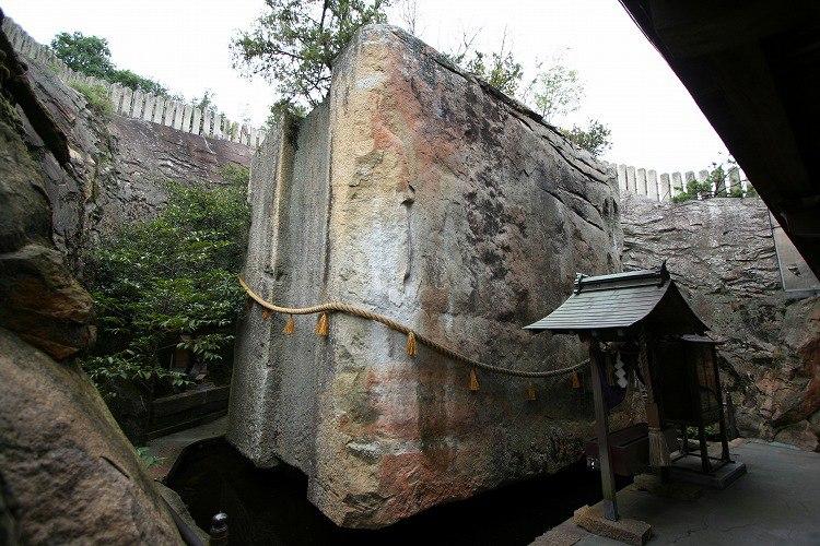 камень Иши-но-Ходен