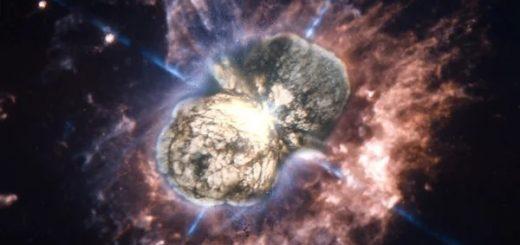 Эта Киля А — яркая звезда в центре туманности, образованной взрывом сверхновой в 1843-м году.
