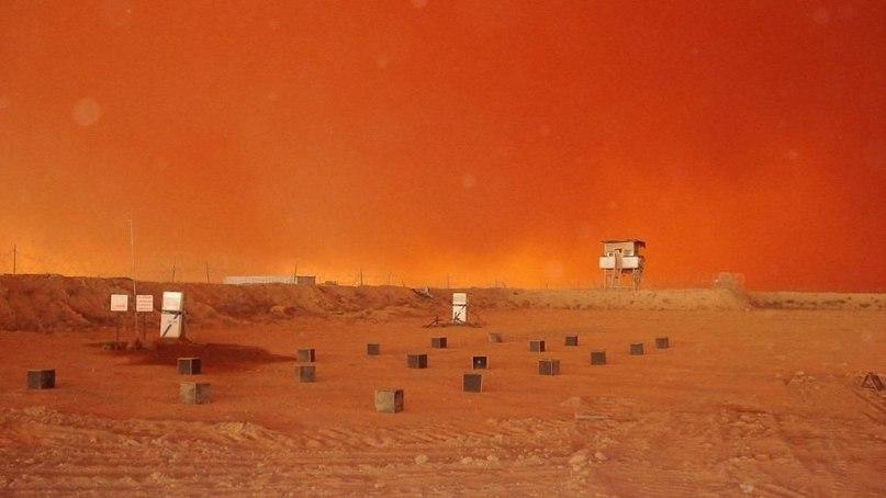 Песчаная буря в неизвестной пустыне, май 2006