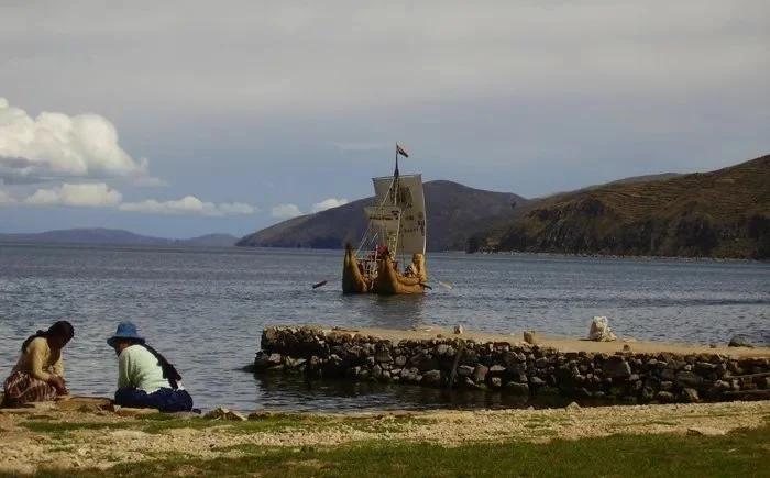 Руины древнего города у озера Титикака