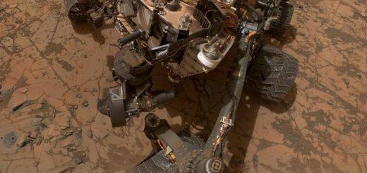 Автопортрет Кьюриосити от 2015. Этот марсоход – самый тяжёлый из всех приземлявшихся на поверхность Марса грузов, и даже он весит меньше тонны. Качество его камеры, однако, достаточное для того, чтобы видеть небо Марса в тех же цветах, в каких его видел бы глаз человека.