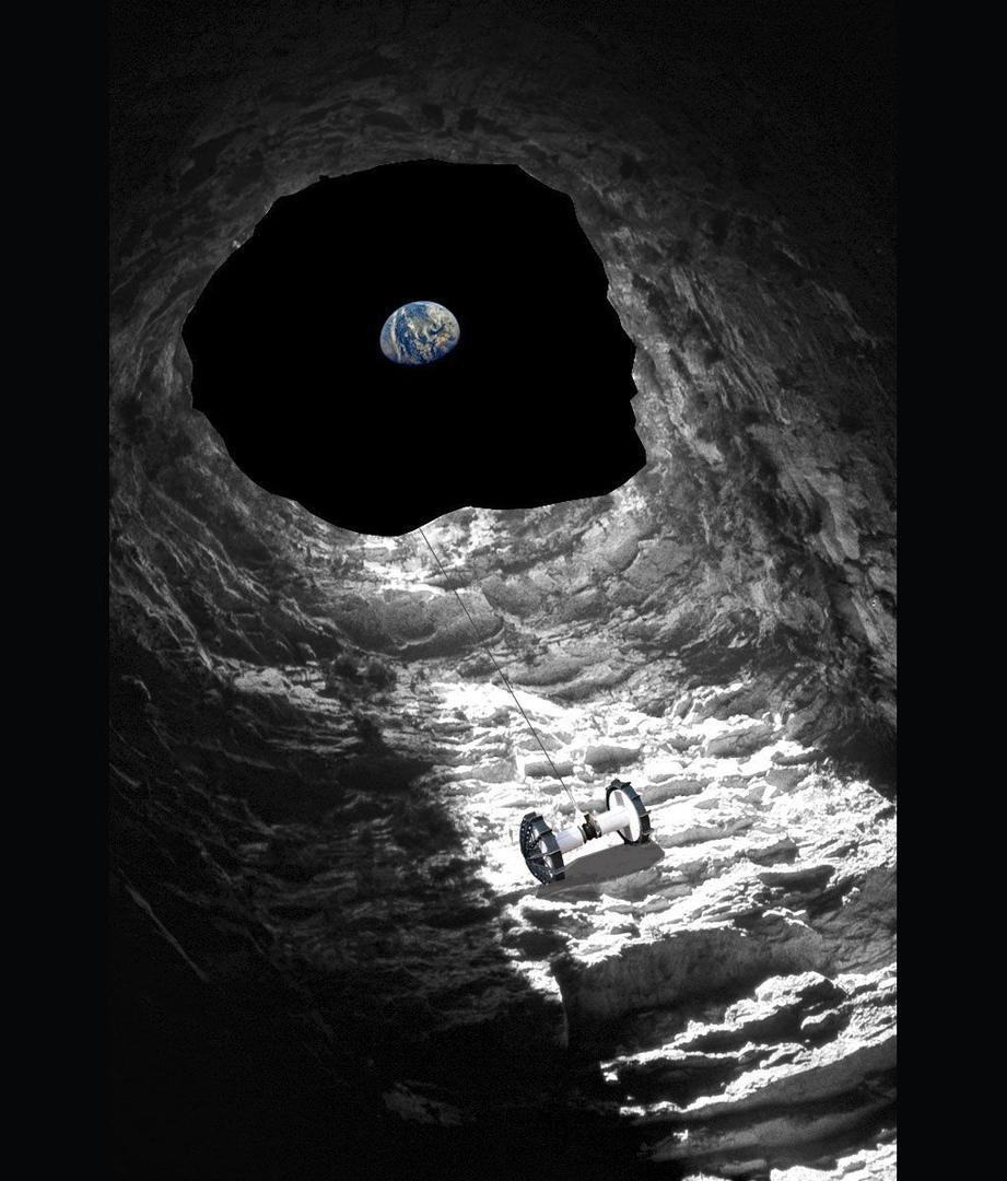 Вход в пещеру в центре Моря Спокойствия. Снимок зонда LRO, сентябрь 2010 года / ©NASA, GSFC, ASU