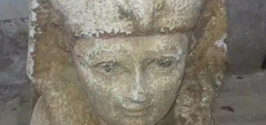 маленькая статуя Сфинкса