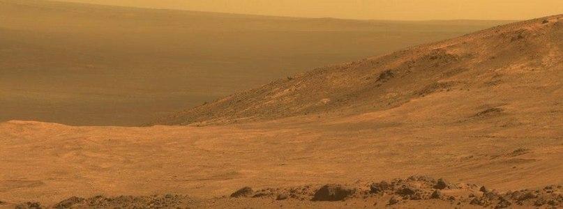 Изображение с марсохода Оппортьюнити демонстрирует часть «Долины Марафона», как она выглядит с северной части. Изображение было сделано камерой марсохода Pancam 13 марта 2015.
