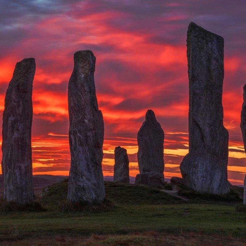 Древний каменный монумент в Шотландии
