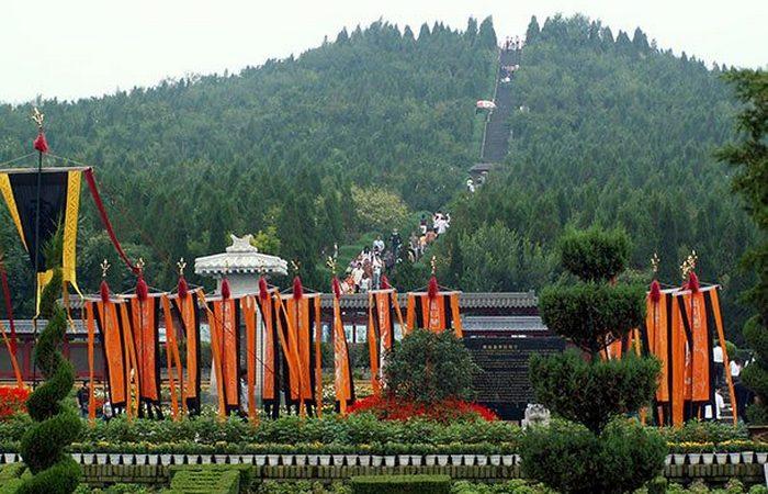 Могила первого императора Китая