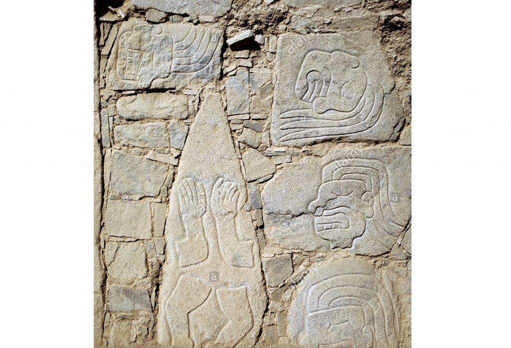 пугающие рисунки на стенах древних построек с изображениями кровавых месс